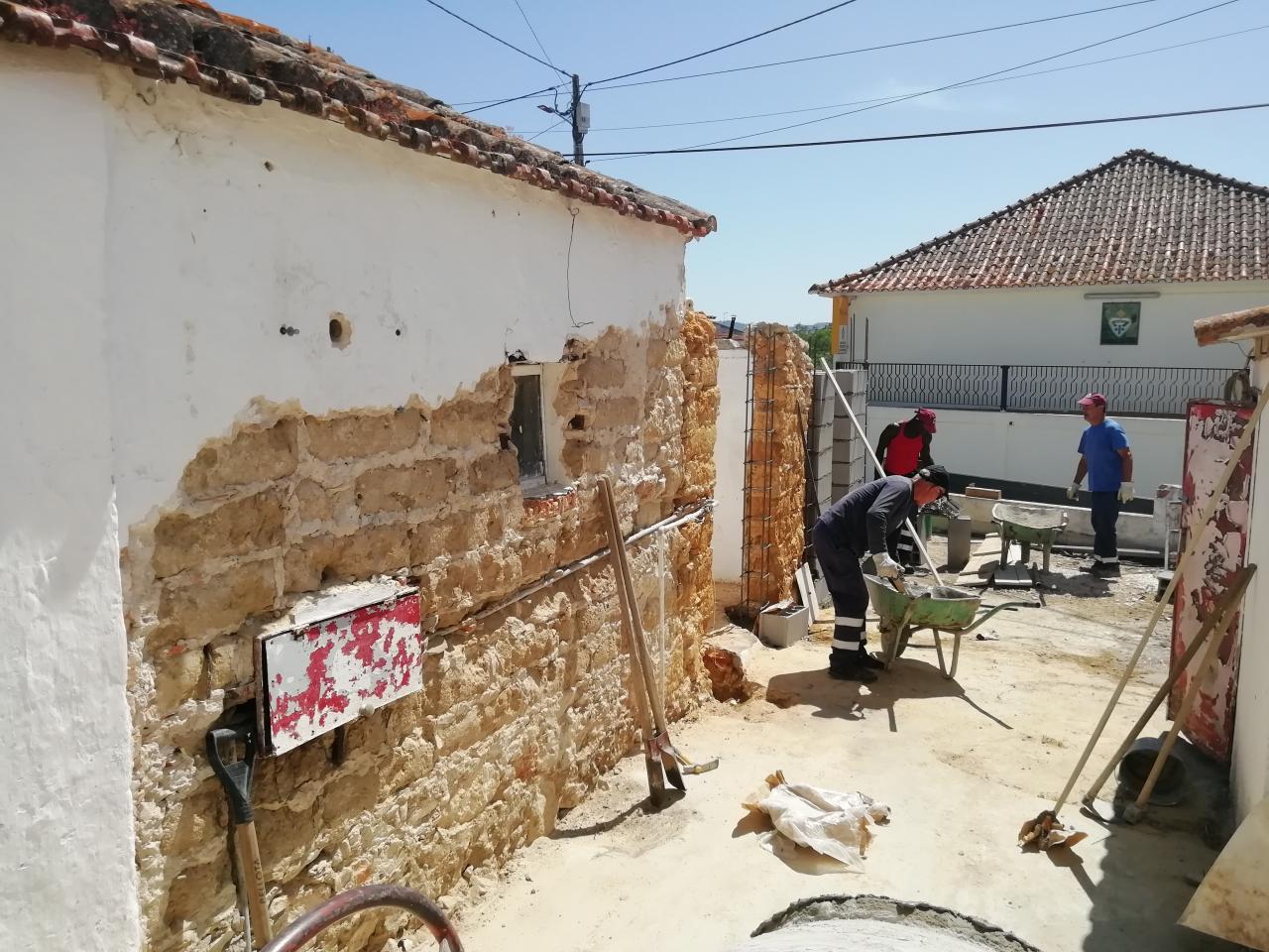 Reabilitação do edificado para futuros arquivos no Camarnal