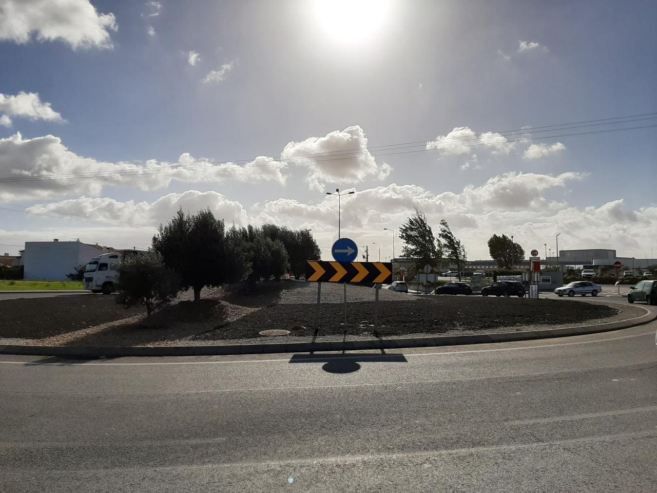 Reparação de sinais verticais na Variante Álvaro Pedro