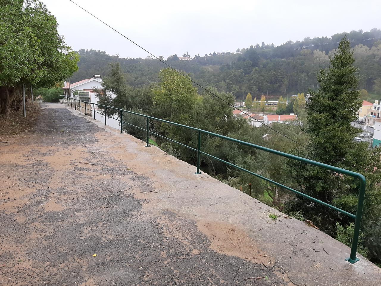 Instalação de um corrimão na Encosta do Presépio