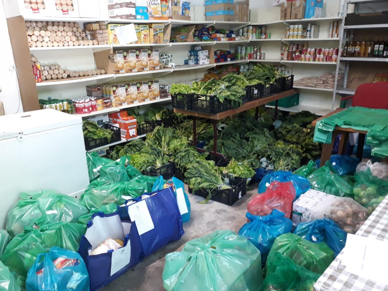 Nova entrega de bens essenciais às famílias necessitadas da Freguesia